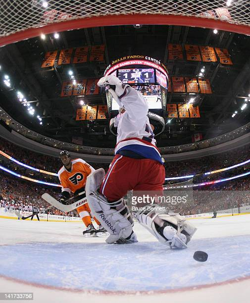 Wayne Simmonds of the Philadelphia Flyers scores the game winning goal in the shootout past Braden Holtby of the Washington Capitals at the Wells...