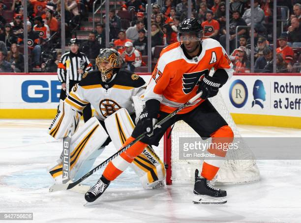 Wayne Simmonds of the Philadelphia Flyers skates alongside Anton Khudobin of the Boston Bruins on April 1 2018 at the Wells Fargo Center in...