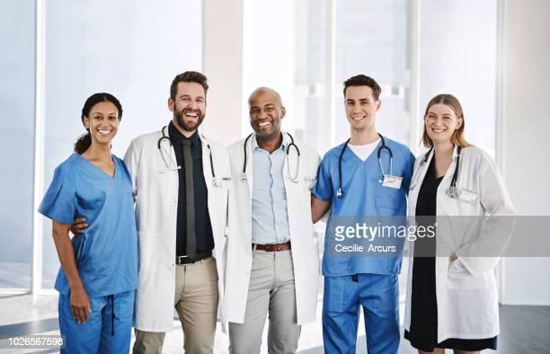 nous avons tous le même intérêt, votre santé - infirmier photos et images de collection