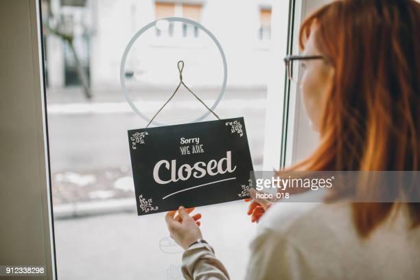 wij staan open voor het bedrijfsleven - sluiten stockfoto's en -beelden