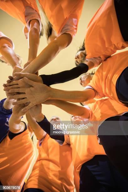 wir können diese gemeinsam tun. - volleyball mannschaftssport stock-fotos und bilder