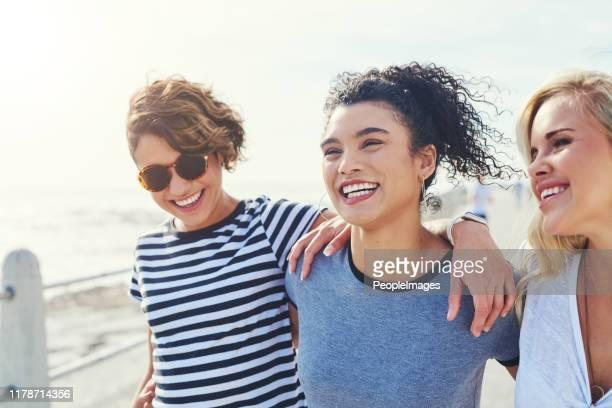 we couldn't be happier - amicizia tra donne foto e immagini stock