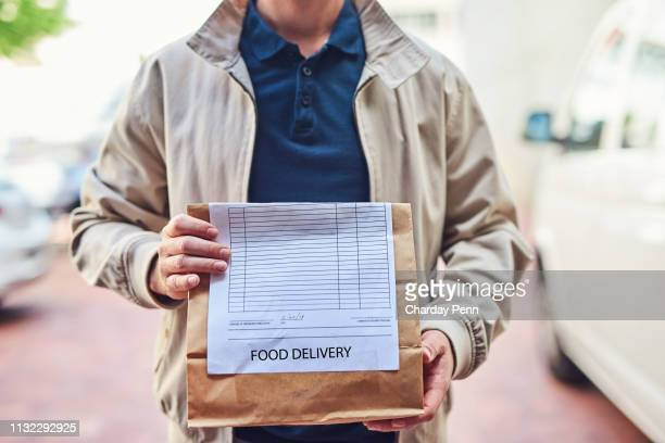 we deliver while it's still hot - food delivery foto e immagini stock