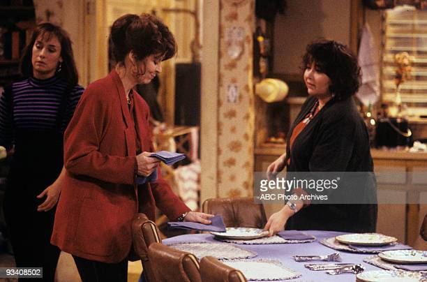 ROSEANNE 'We Gather Together' 11/21/89 Laurie Metcalf Anne Wedgeworth Roseanne Barr
