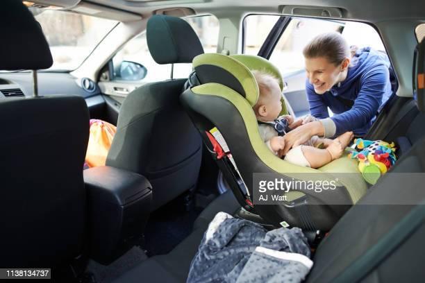 nous avons une cargaison mignonne et précieuse à bord de ce voyage - ceinture accessoire photos et images de collection