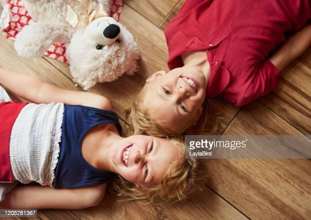 temos o triplo da diversão quando estamos juntos - somente crianças - fotografias e filmes do acervo