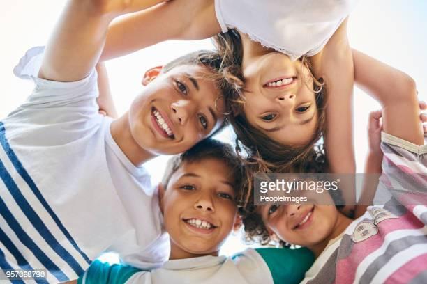 mantemos nosso círculo familiar perto da malha - infância - fotografias e filmes do acervo
