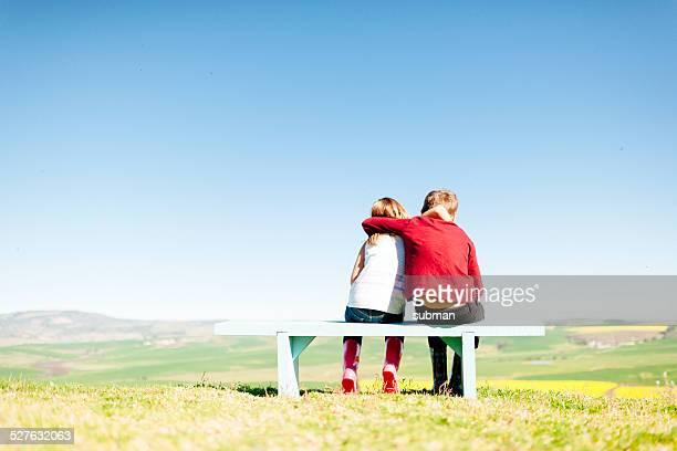 nos encanta otros - banco asiento fotografías e imágenes de stock