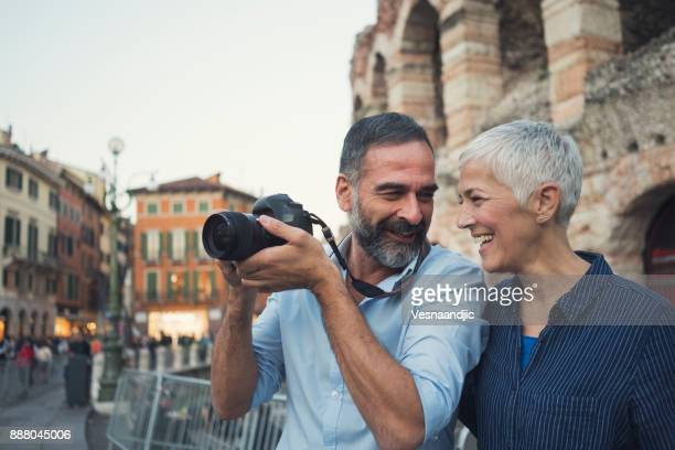 we love to travel - turista foto e immagini stock
