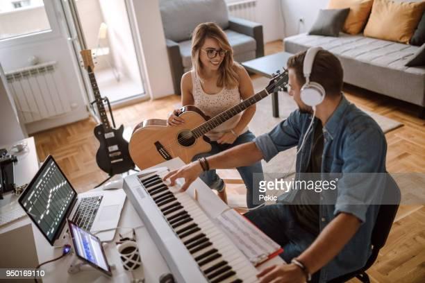 vi börjar från d ackord - klaverin och tangentinstrument bildbanksfoton och bilder