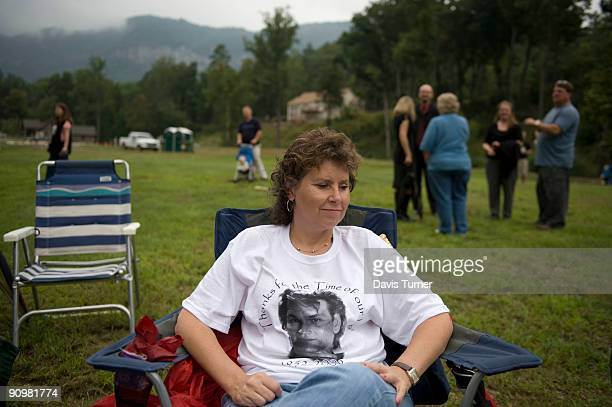 Wearing a tshirt honoring actor Patrick Swayze Leisa Bentley waits for a memorial service for the recently deceased Swayze on September 19 in Lake...