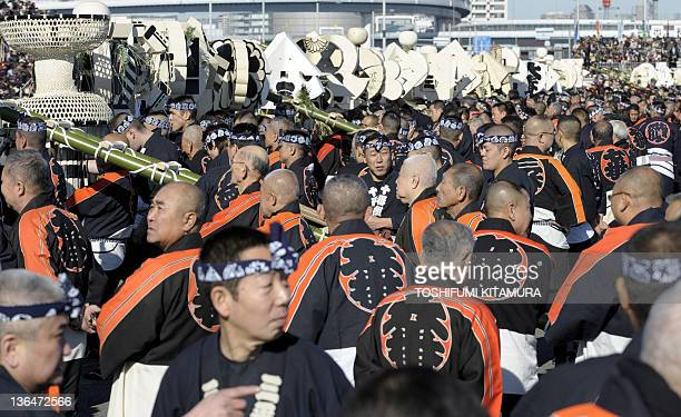 Wearing Happi komonos some 800 members of the Edo Firemanship Preservation Association gather during the Tokyo Fire Department's New Year Fire Review...