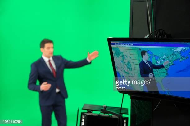 weather forecaster on green background - apresentador imagens e fotografias de stock