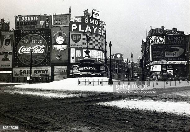 Weather, Great Britain, pic: 30th December 1962, The scene in Piccadilly Circus, London, with snow and slush making the area void of traffic