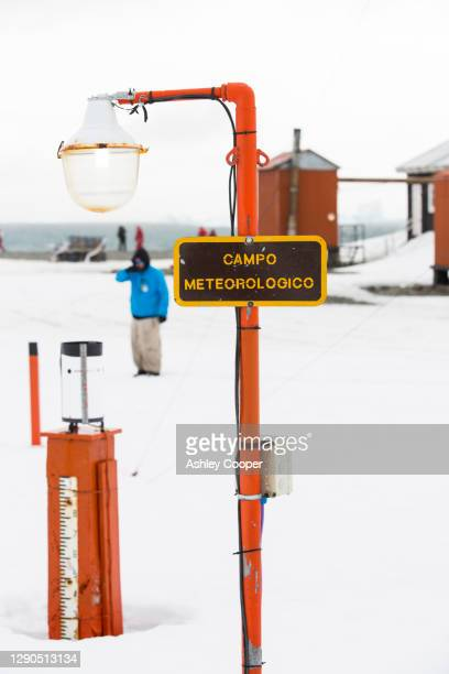 a weather station at base orcadas which is an argentine scientific station in antarctica. - south orkney island stock pictures, royalty-free photos & images