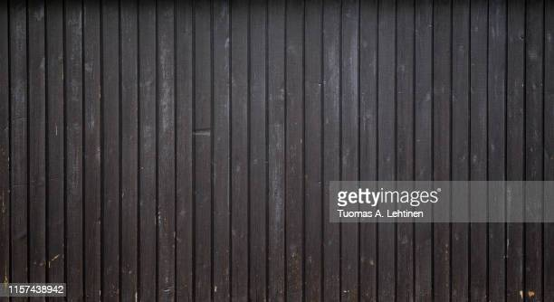 weathered dark grey wood board wall background - vignettierung stock-fotos und bilder