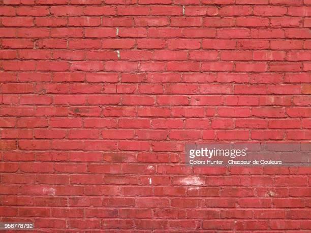 weathered red bricks wall - pared de ladrillos fotografías e imágenes de stock