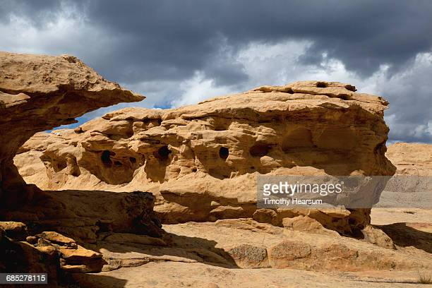 weathered sandstone rock formation - timothy hearsum stock pictures, royalty-free photos & images