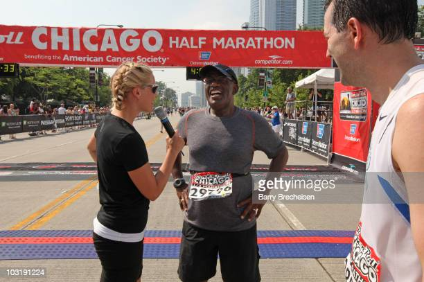 NBC weatherman Al Roker participates in the Rock 'n' Roll Half Marathon on August 1 2010 in Chicago Illinois