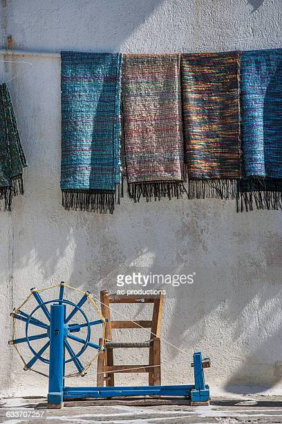 Weaving loom and traditional fabric