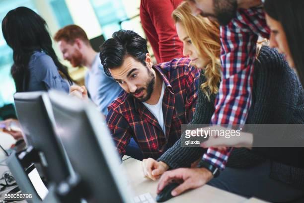 Concepteurs de sites Web au travail.