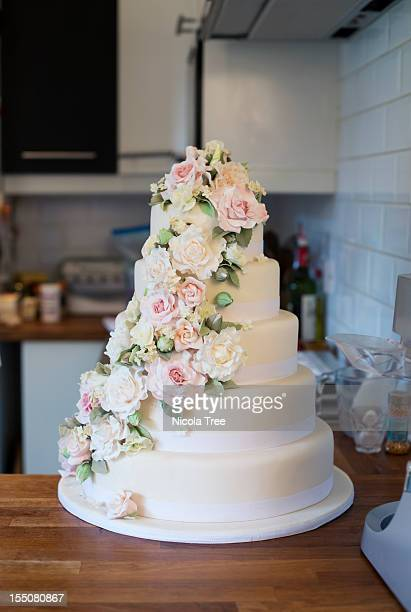 wedding cake iced and decorated. - wedding cake foto e immagini stock