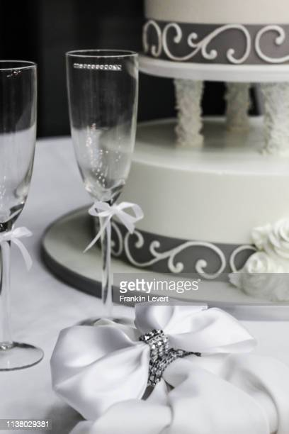 wedding cake - carson california stock pictures, royalty-free photos & images