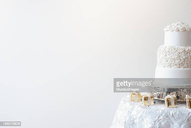wedding cake - wedding background stock pictures, royalty-free photos & images