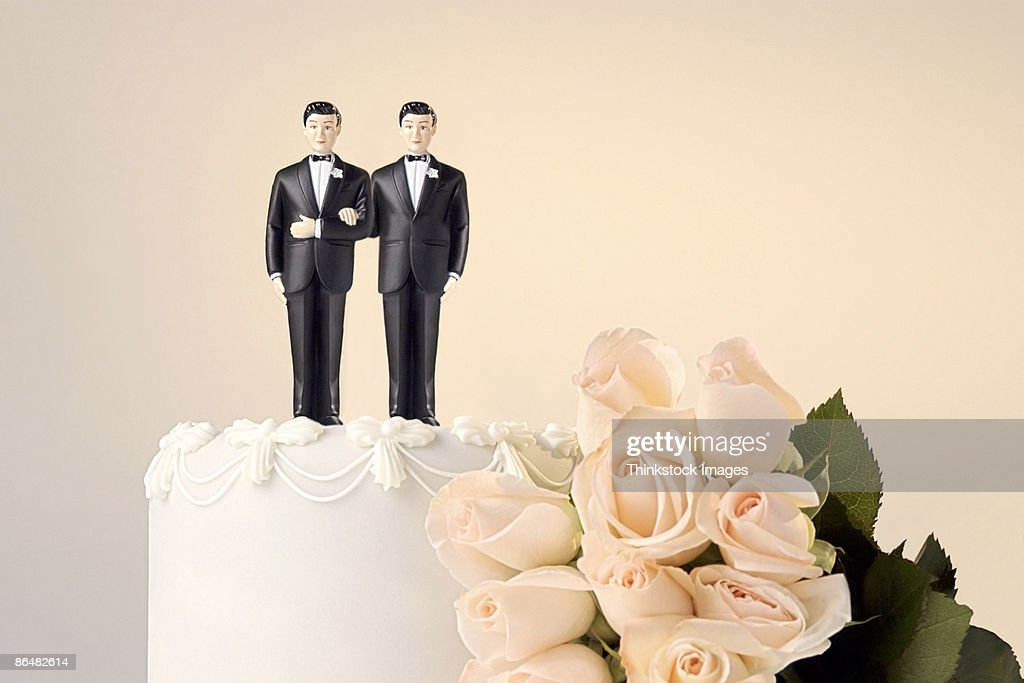 Wedding cake topper and flowers : Stock Photo