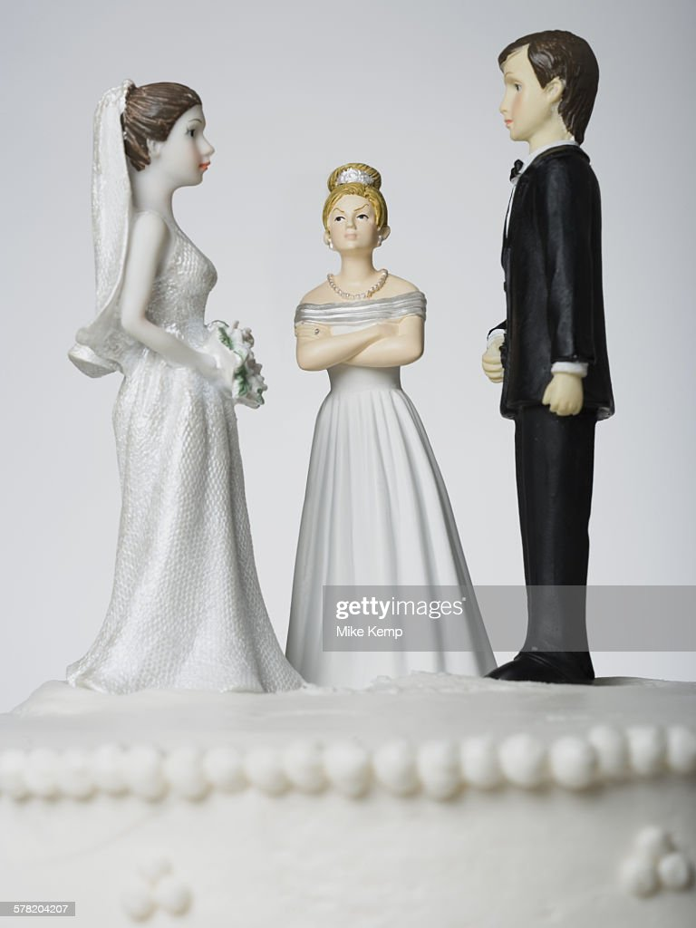 Wedding cake visual metaphor with figurine cake toppers : Stock-Foto