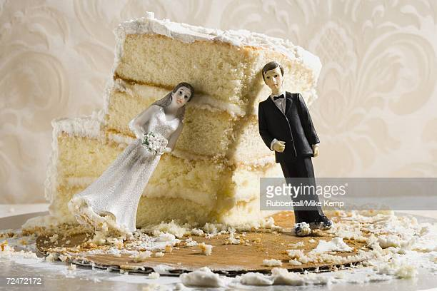 wedding cake visual metaphor with figurine cake toppers - negative emotion stock pictures, royalty-free photos & images