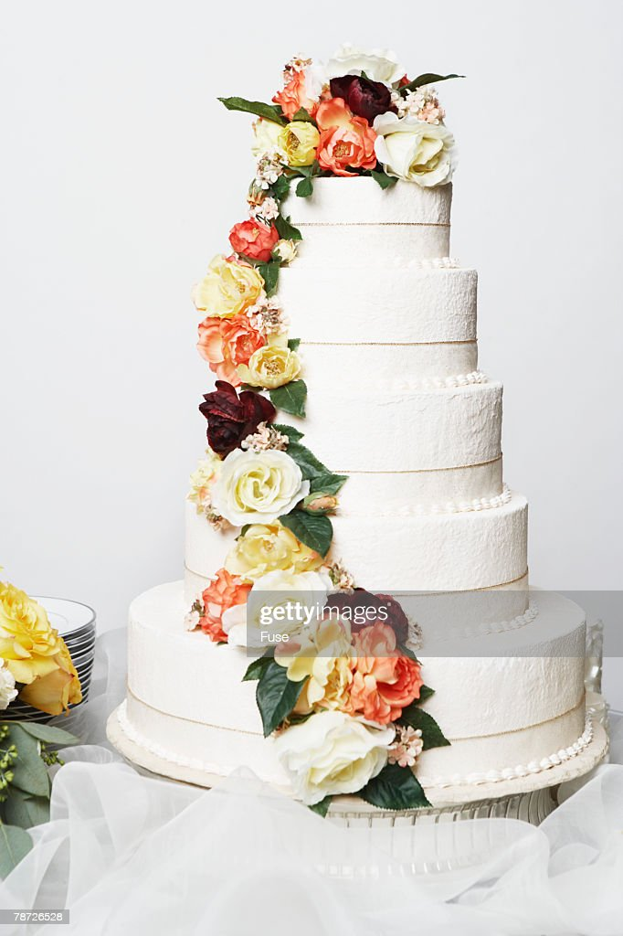 wedding cake with fresh flowers pictures wedding cake with fresh flowers stock photo getty images 26894