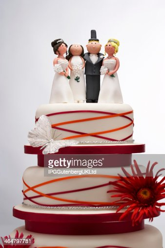 funny wedding cakes images g 226 teau de mariage avec des figurines dr 244 le photo thinkstock 14580