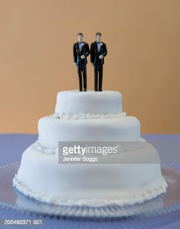 wedding cakes for two grooms wedding cake with two grooms stockfoto getty images 24385