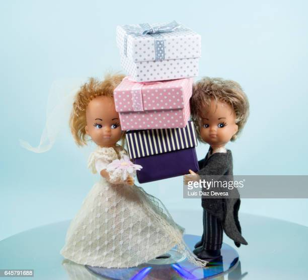 wedding couple and their gifts - caja de regalo stock pictures, royalty-free photos & images