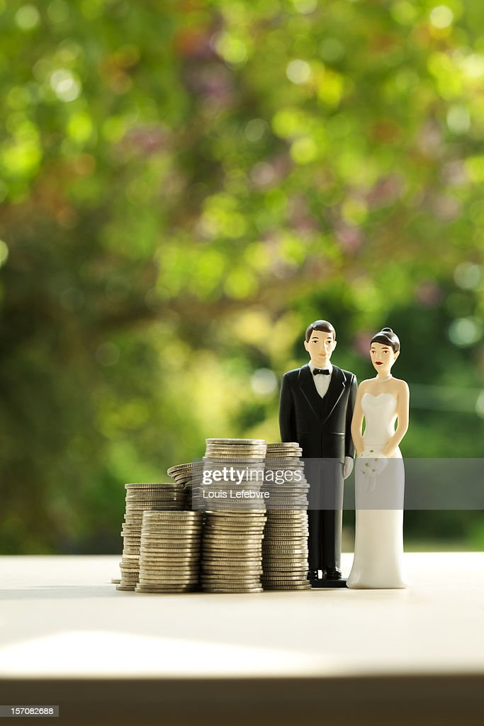 wedding couple figurines with money : Stock Photo