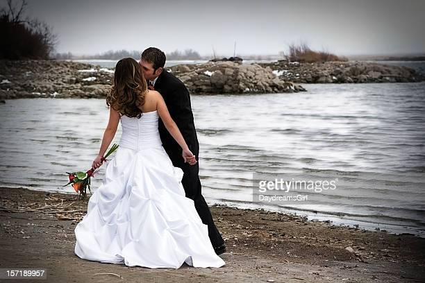 Couple de mariage sur la plage