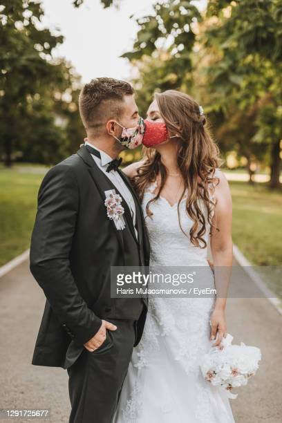 wedding couple with face mask in covid-19 time - wedding stock pictures, royalty-free photos & images