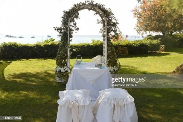 wedding decor - 建築上の特徴 アーチ ストックフォトと画像