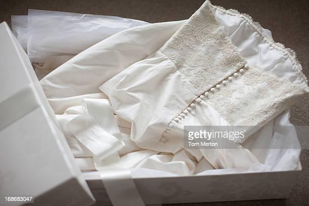 Vestido de novia en la caja
