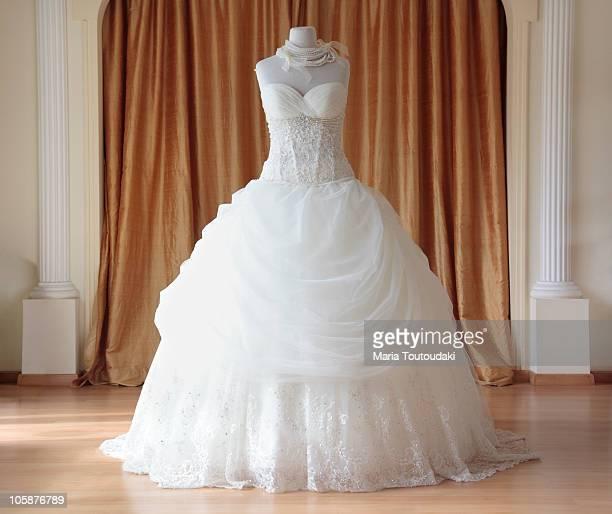 wedding dress - robe de mariée photos et images de collection