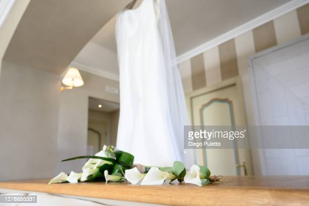 wedding dress with bouquet - puletto diego stock pictures, royalty-free photos & images