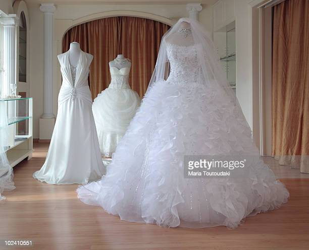 wedding dresses - robe de mariée photos et images de collection