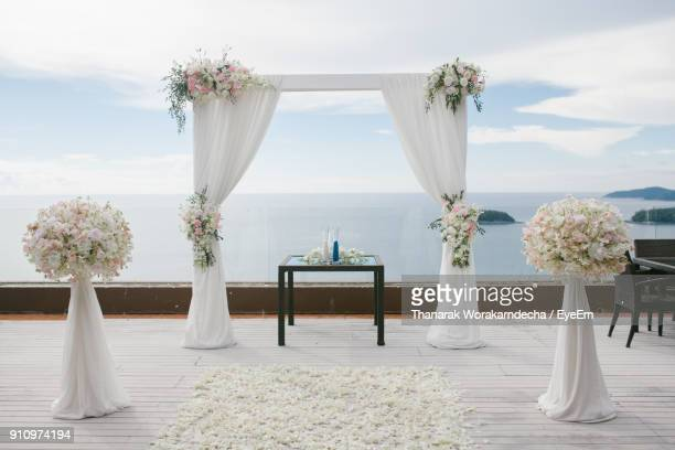wedding gate arranging at beach against sky - arranging stock pictures, royalty-free photos & images