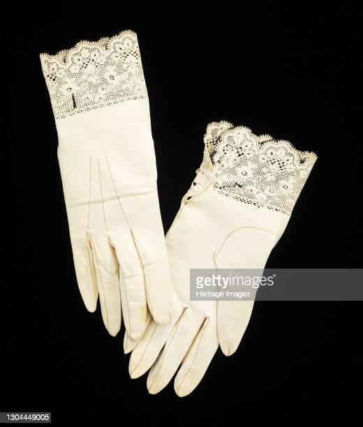Wedding gloves, French, 1842. Artist Preville.