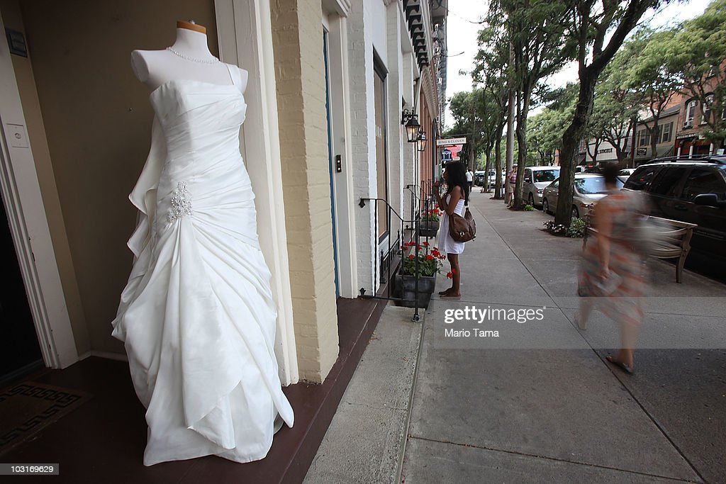 A Wedding Gown Is Displayed In The Town Where Chelsea Clinton Plans News Photo Getty Images