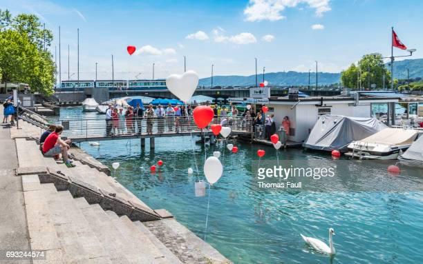 Hochzeit-Gruppe lassen Sie Ballons in Zürich