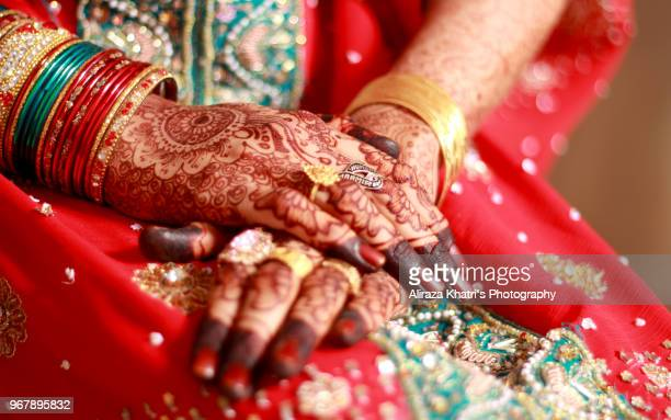 wedding hands - indian pakistani wedding culture - indian wedding stock pictures, royalty-free photos & images