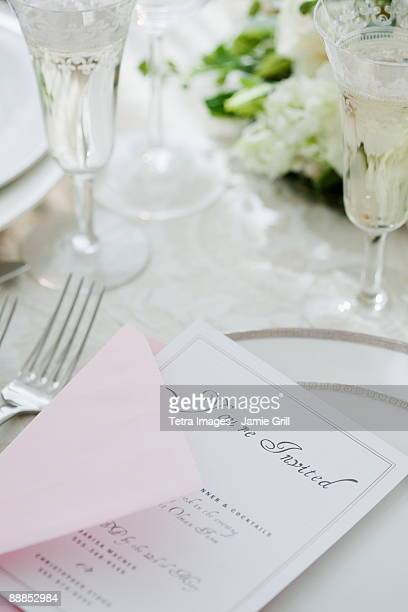 wedding invitation on table setting, studio shot - wedding invitation imagens e fotografias de stock