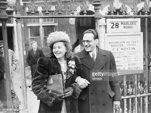 Wedding Mrs Odette Sansom and Capt Peter Churchill former member of the SOE seen here at Kennington Register office December 1947 006649/1